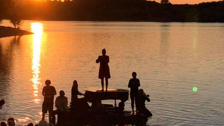 El recital acuático 'El Piano del Lago' llega al embalse de San Juan