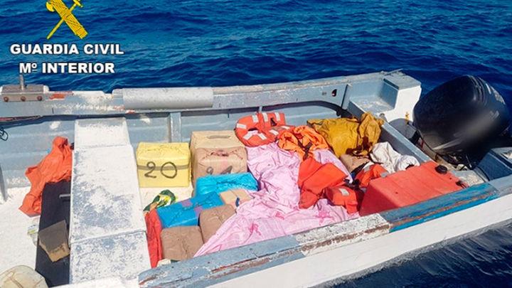 Intervenidas en Huelva más de tres toneladas de hachís tras una intensa persecución en alta mar