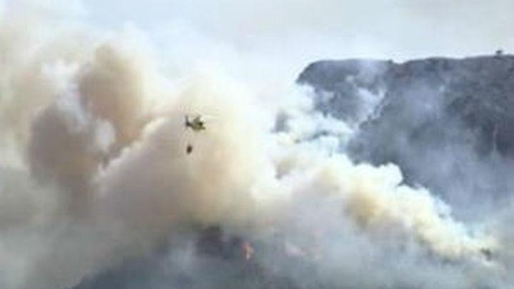 Un avión de Torrejón de Ardoz colabora en la extinción del incendio forestal en Cáceres