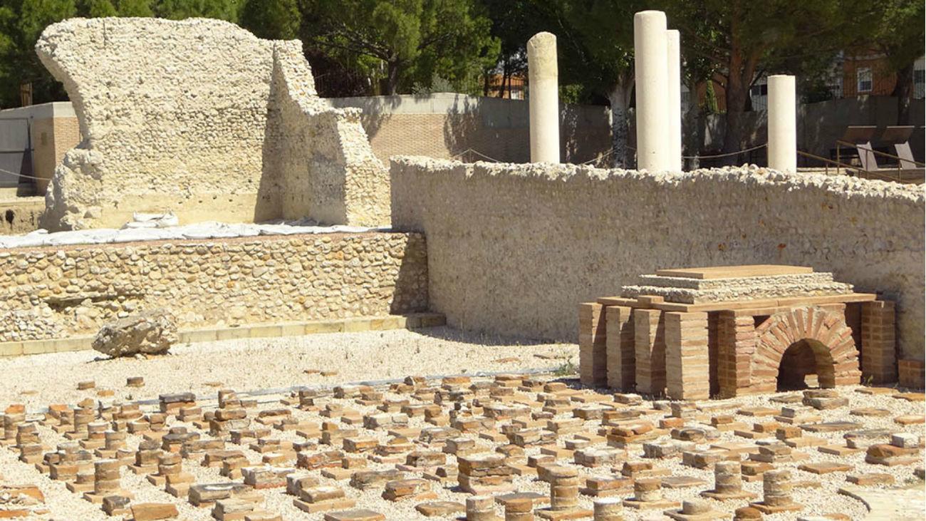 El Ayuntamiento de Alcalá, la Universidad y su Fundación juntos en la protección arqueológica de Complutum