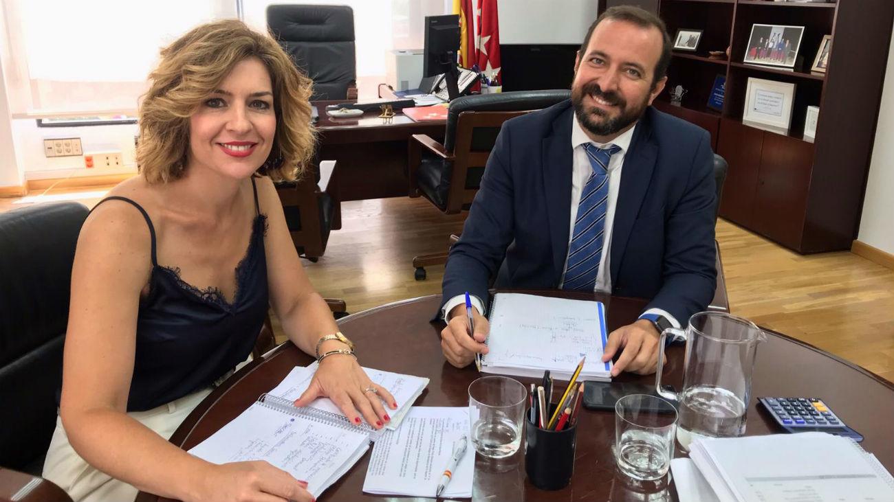 La Concejal de Educación de Algete, Cristina Expósito, y José Carlos Fernández, director del Área Territorial Madrid-Norte de Educación de la Comunidad de Madrid