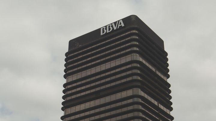 BBVA ganó 1.305 millones en 2020, un 62,9 % menos por provisiones y la pandemia
