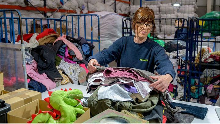 Una segunda vida para la ropa, El Molar recupera más de 10 toneladas con un fin social