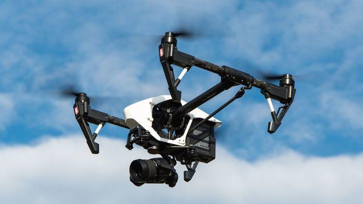 Los drones sustituyen a los fuegos artificiales en Brunete