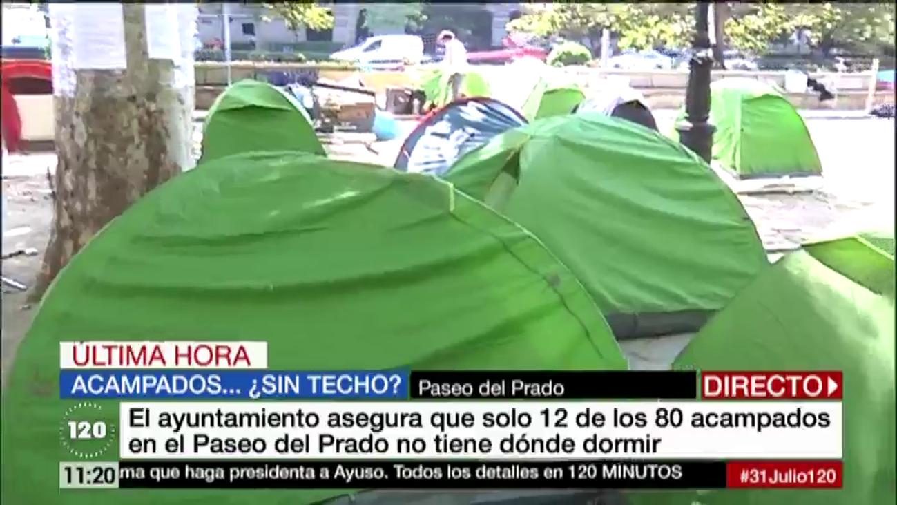 Acampados del Paseo del Prado protestan en Cibeles contra el Ayuntamiento de Madrid