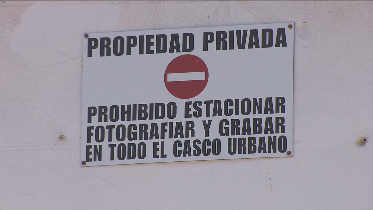 Los pueblos 'privados': prohibido grabar, hacer fotos y aparcar