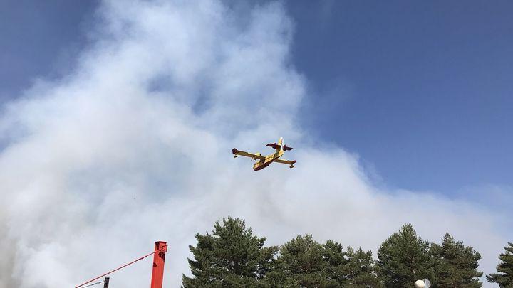 Continúan los trabajos para sofocar el  incendio de Miraflores de la Sierra