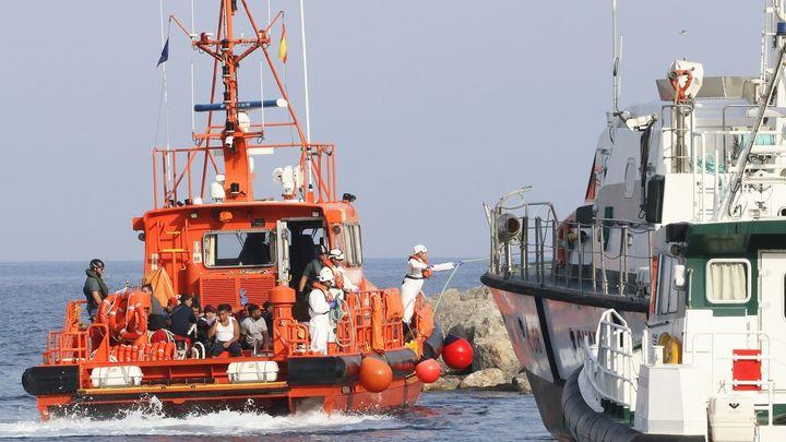 Desembarcan en Almería 72 inmigrantes rescatados en el Mar de Alborán