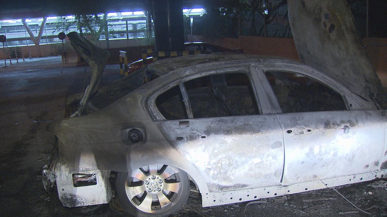 Encuentran un coche completamente quemado en Cuatro Vientos