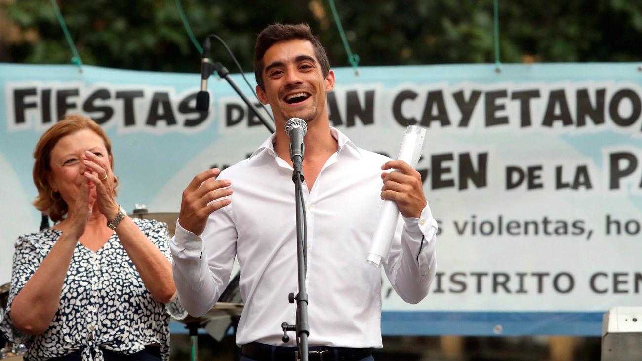 El patinador Javier Fernández pregona el cuidado de Madrid y entre vecinos