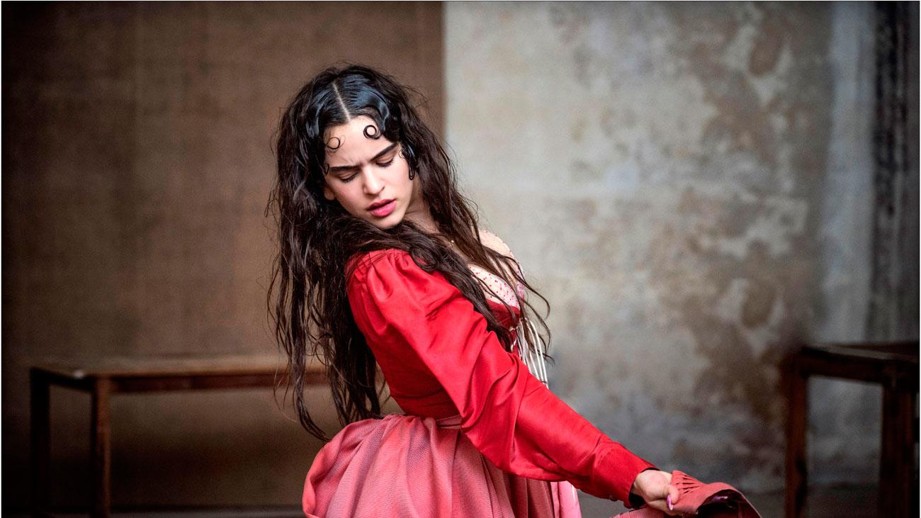 Rosalia, la Julieta española en el nuevo calendario Pirelli