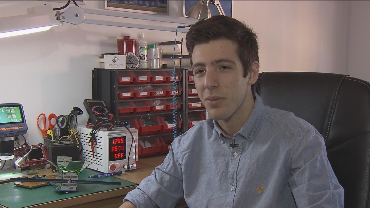 Un estudiante madrileño de 16 años crea el satélite más pequeño de España