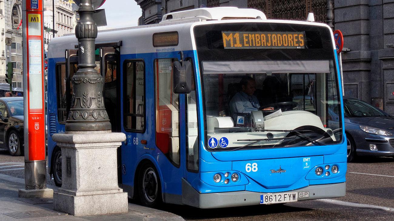Un hombre detenido por insultos racistas y agresión en un autobús de la EMT
