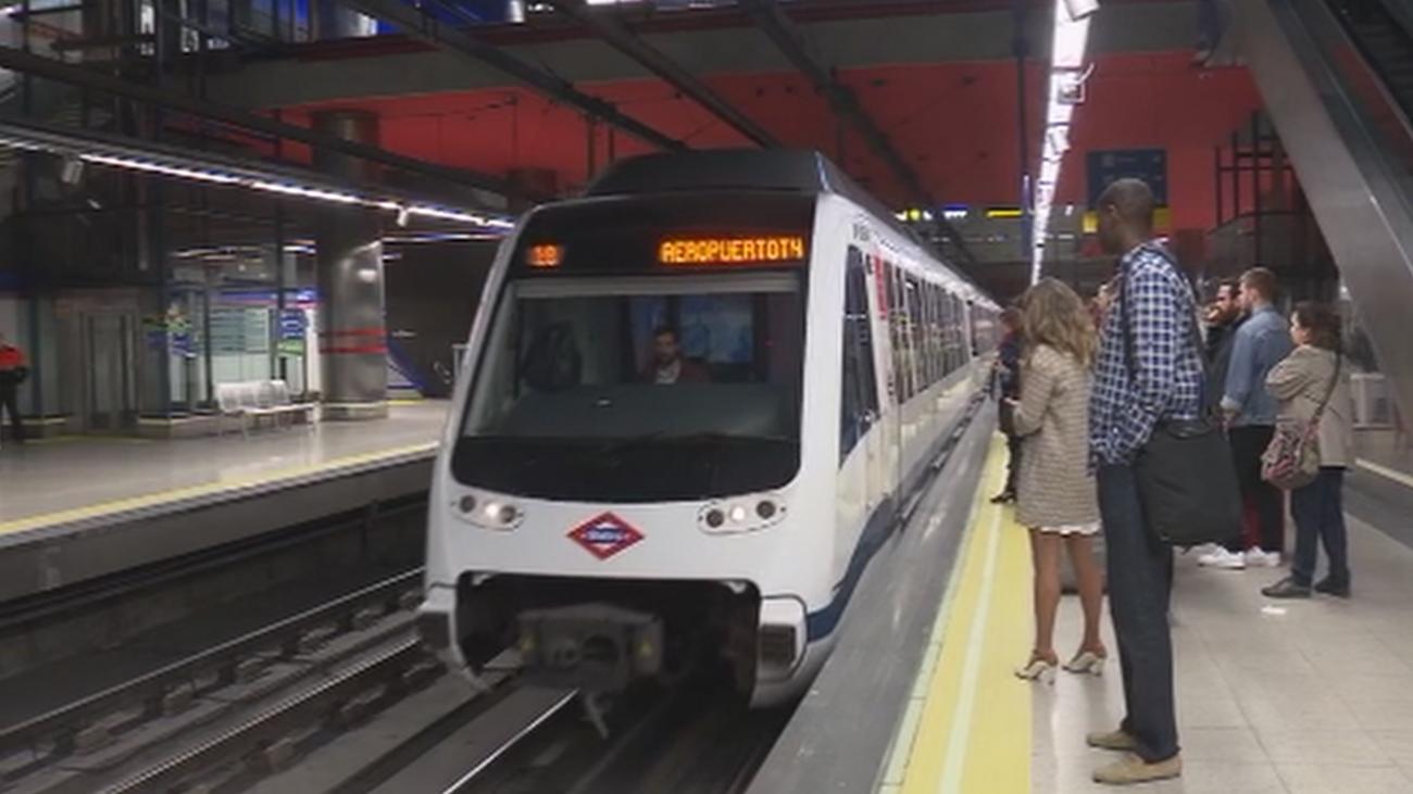 Hartos de las demoras en el metro de Madrid