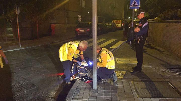 Herido grave un ciclista en una colisión contra un coche en Moratalaz