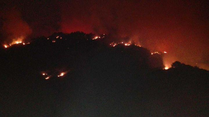 Una  docena de barrios desalojados por el incendio forestal  en Gran Canaria