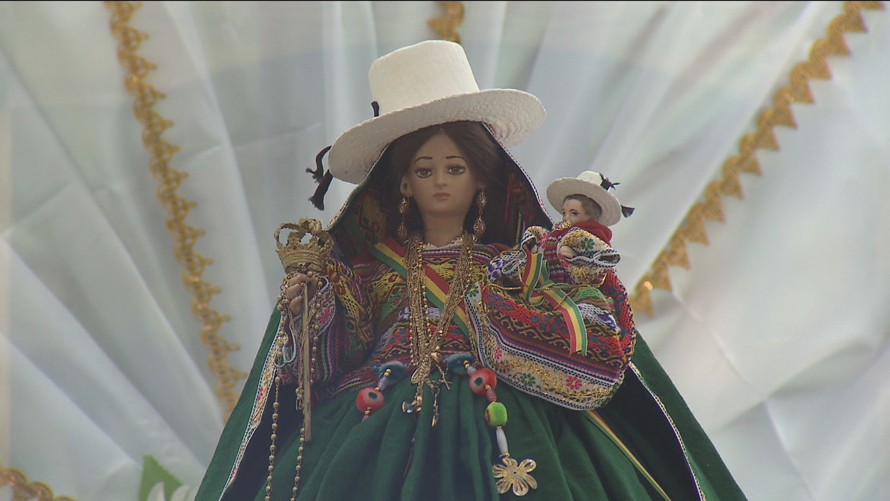 Madrid se llena de color y baile en el día grande de Bolivia