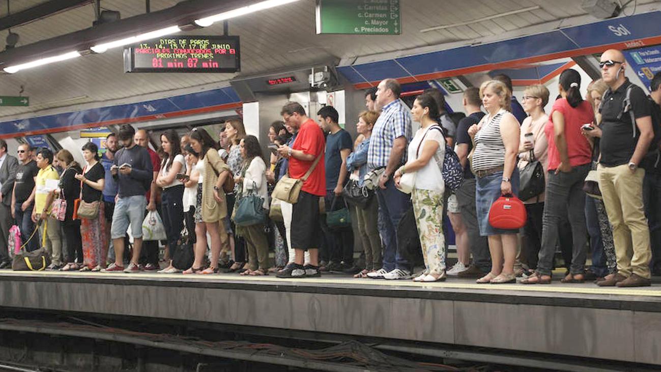 ¿Debe Metro de Madrid mantener las frecuencias en agosto?