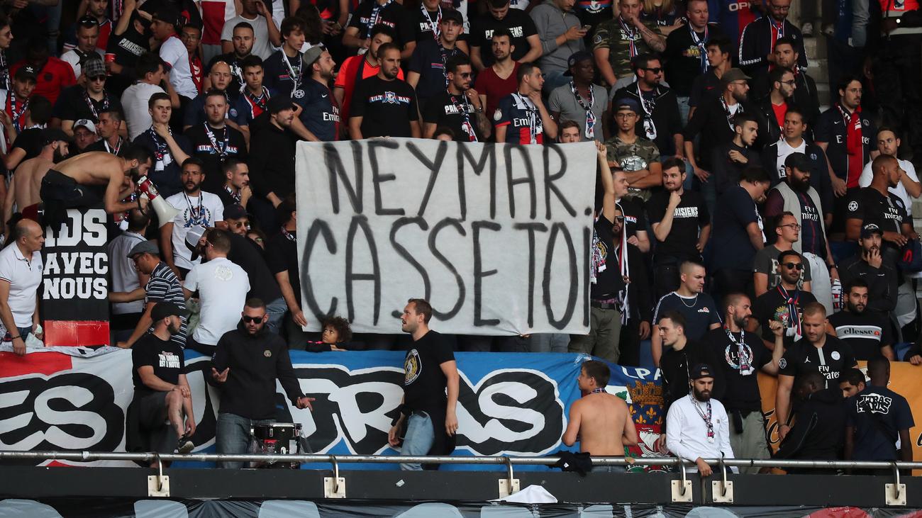 Los hinchas del PSG se hartan de Neymar
