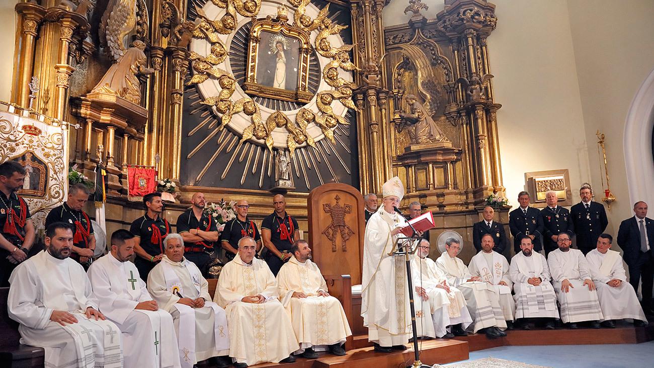 El cardenal Carlos Osoro durante la celebración de la misa en honor a la Virgen de la Paloma