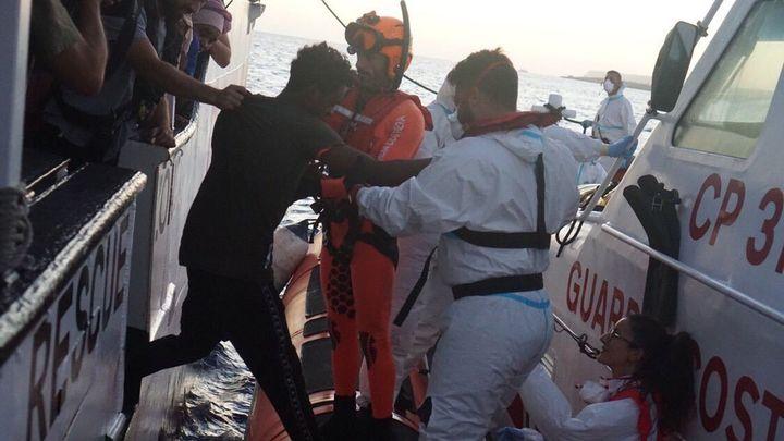 Desembarcan otros cuatro migrantes del Open Arms, tres por razones médicas