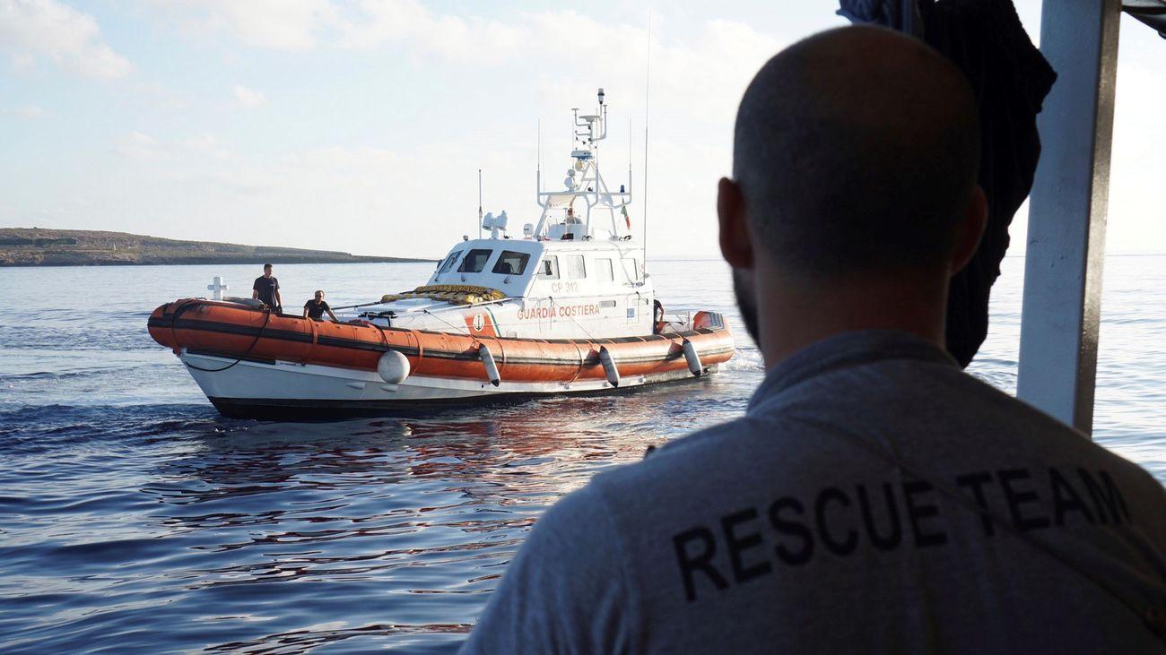 El Open Arms pide entrar en Lampedusa