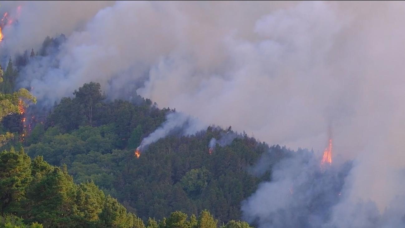 Desalojadas 4.000 personas por el incendio sin control en Gran Canaria