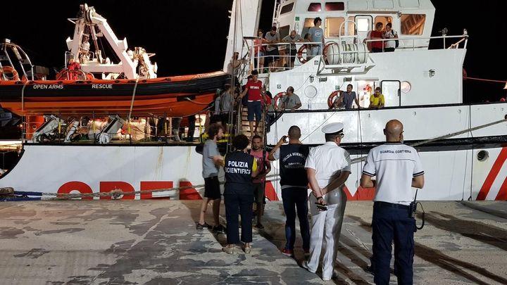 El 'Open Arms' llega al puerto de Lampedusa tras 19 días de espera en el mar