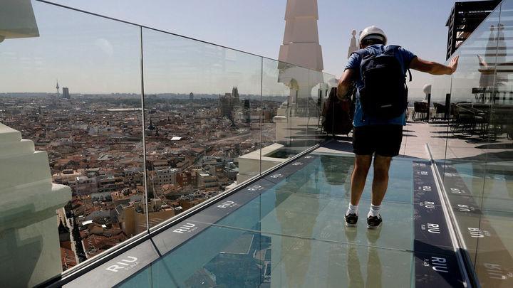 De Madrid al cielo en el 'sky bar' del hotel Riu Plaza de España