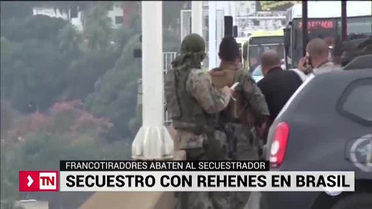 La Policía brasileña abate al secuestrador y libera a los rehenes de un autobús