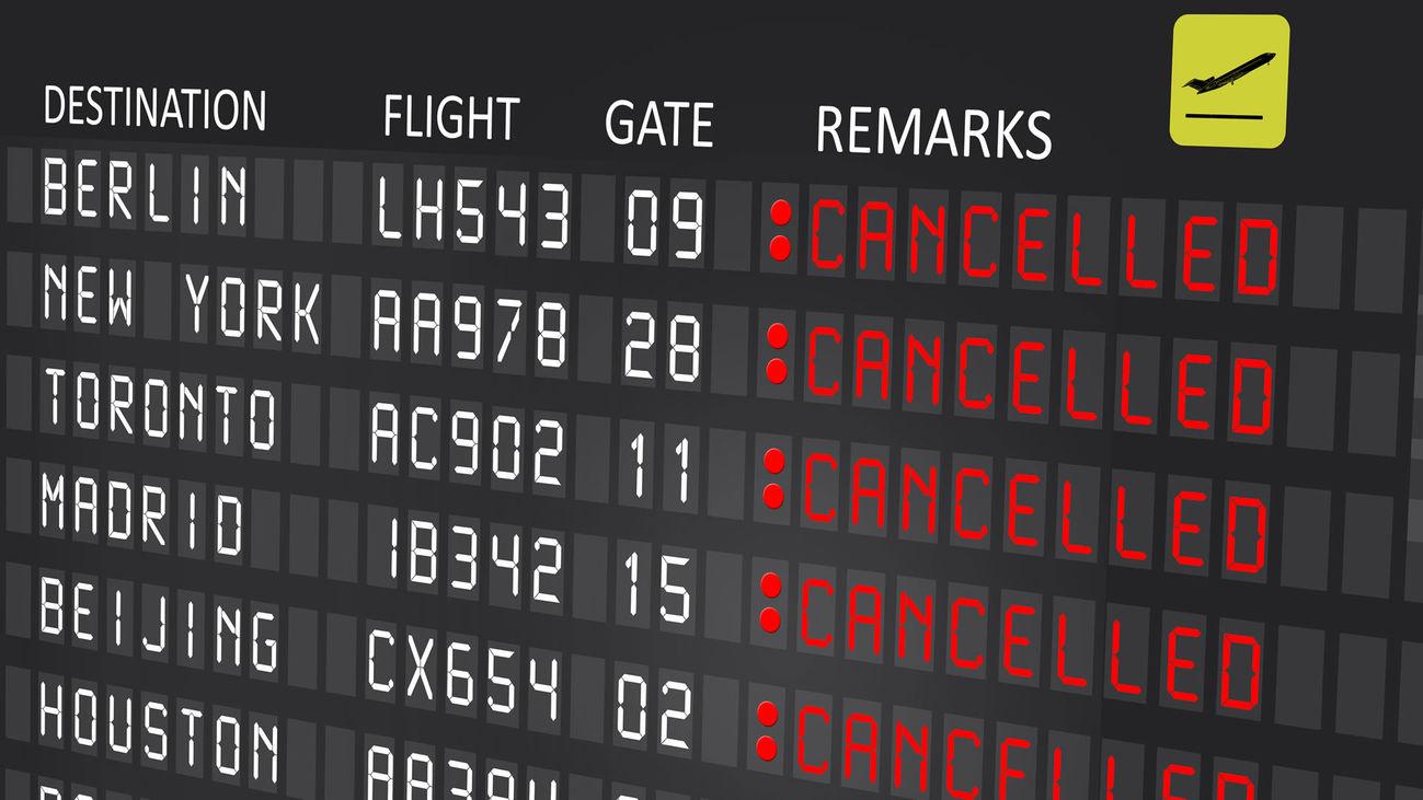 Panel con cancelación de vuelos