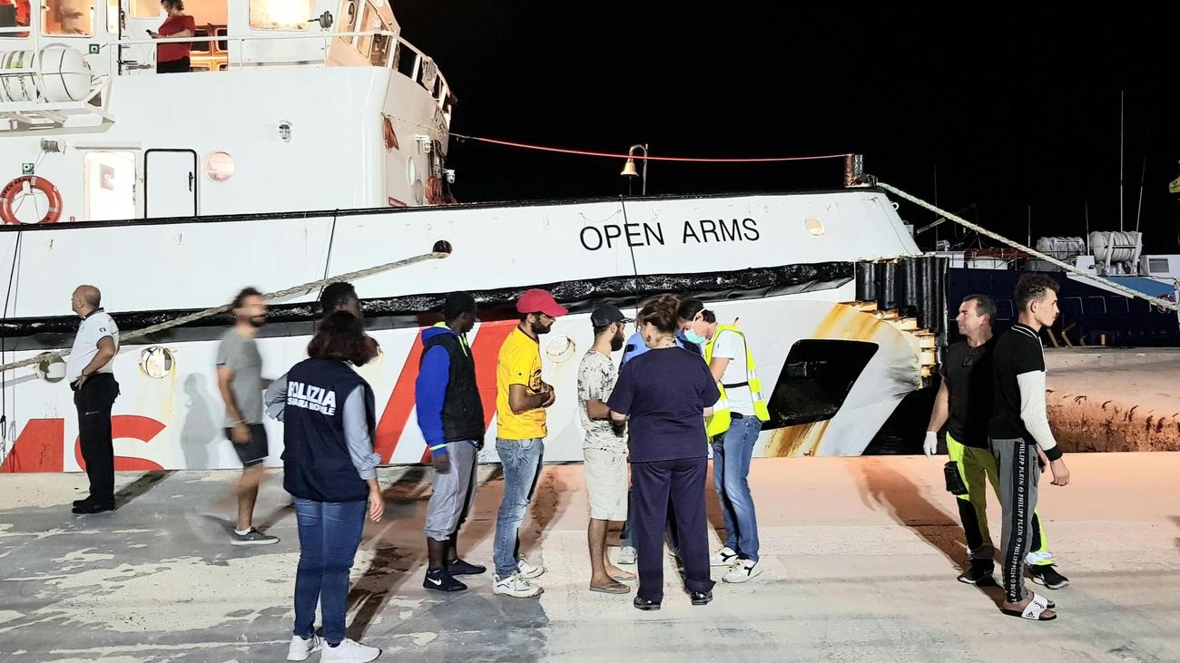 El buque 'Audaz' traerá a España a 15 inmigrantes del 'Open Arms'