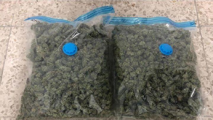 Detenido en San Blas un joven que portaba en su coche un kilo de marihuana