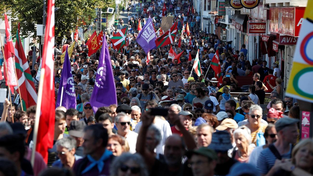Multitudinaria manifestación contra la cumbre del G7 en Biarritz
