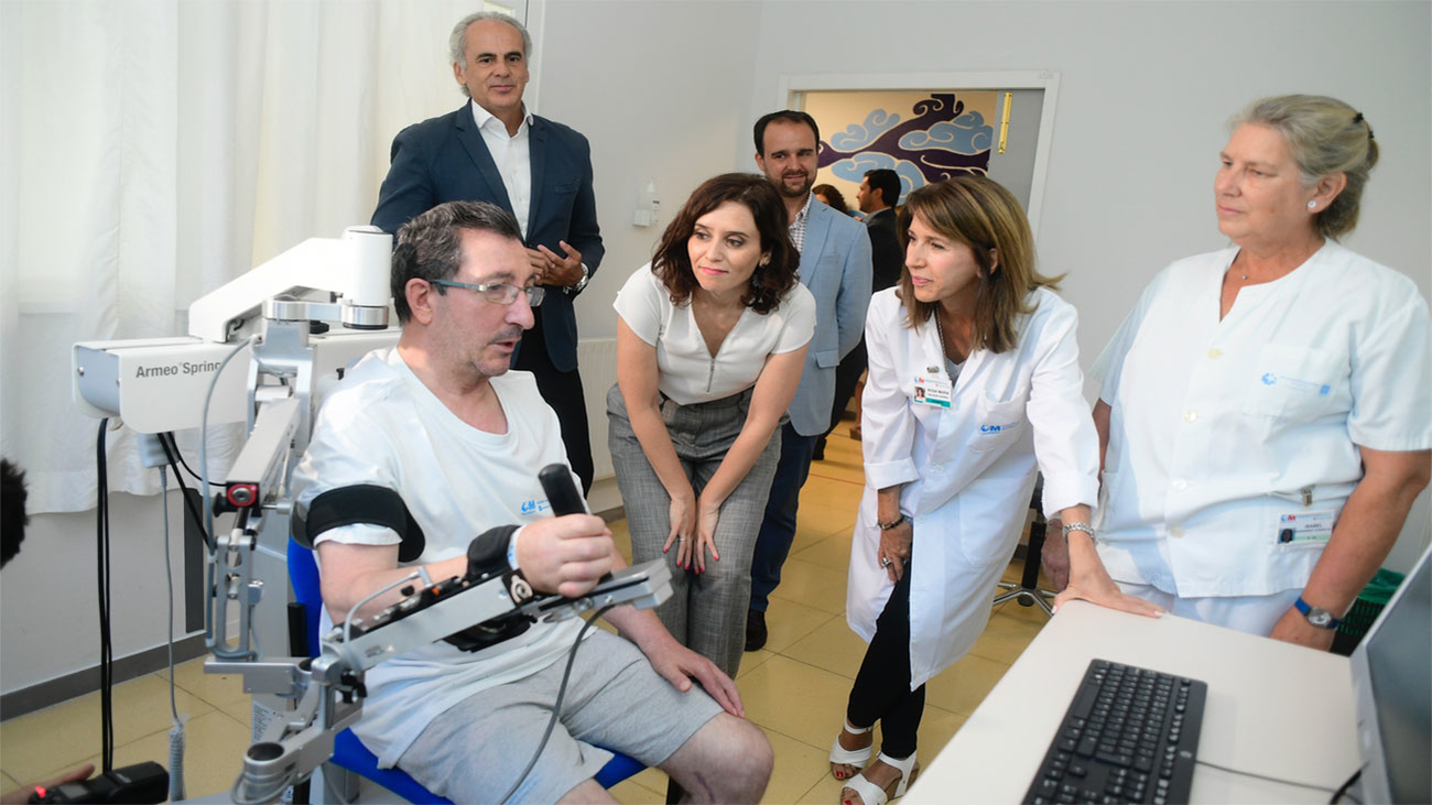 Díaz Ayuso reivindica una sanidad pública para Madrid que cure y cuide