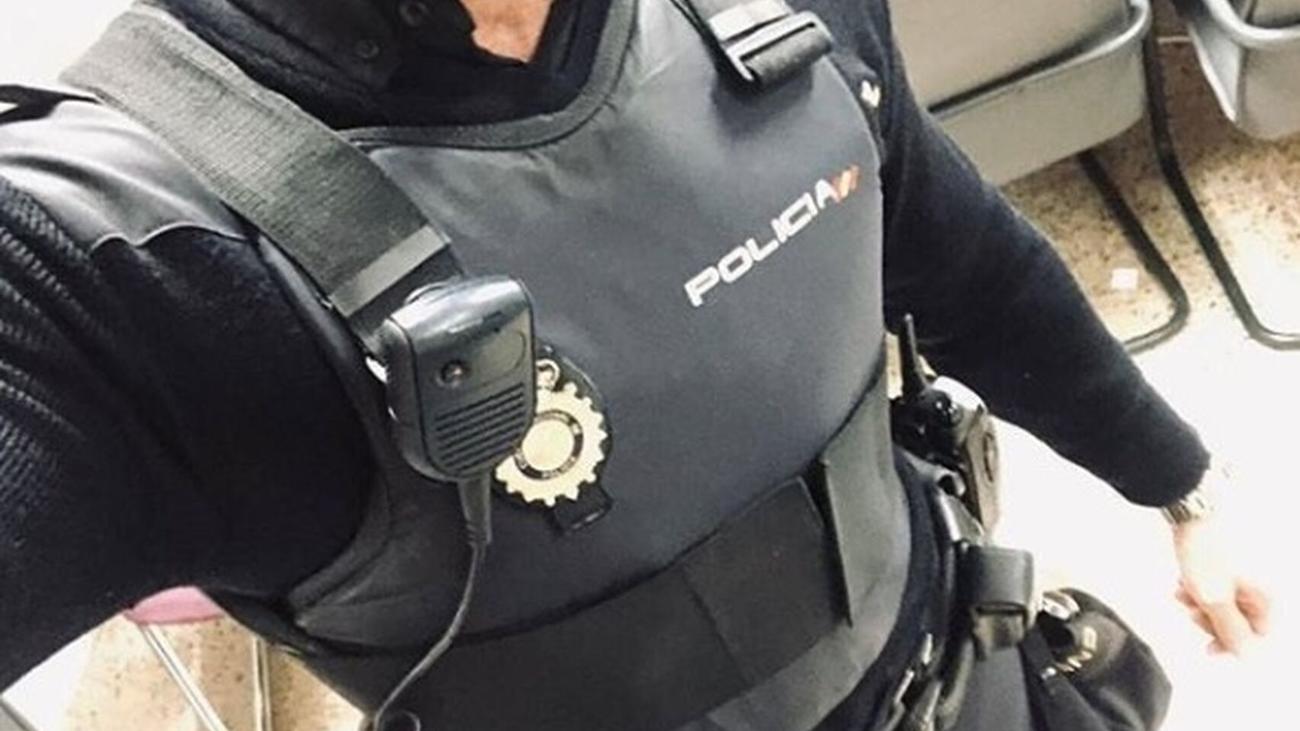 Polémica en la Policía por utilizar el uniforme para ligar en Internet