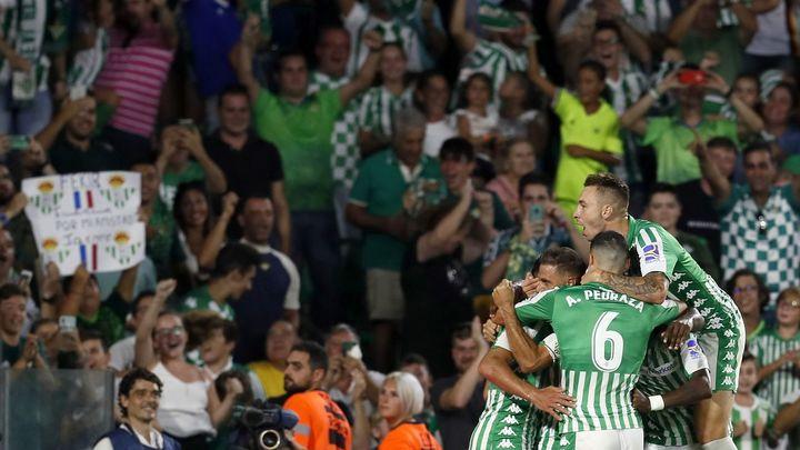 El Betis celebra un gol ante su afición