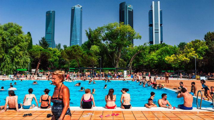"""El contagio de coronavirus en el agua de piscinas y playas es """"poco probable"""""""