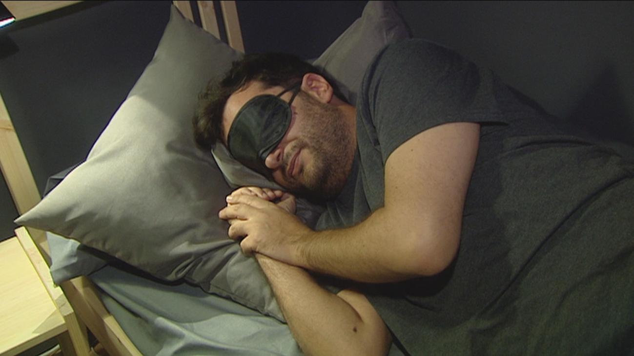 Un estudio revela que las personas que duermen poco lo hacen por culpa de un gen
