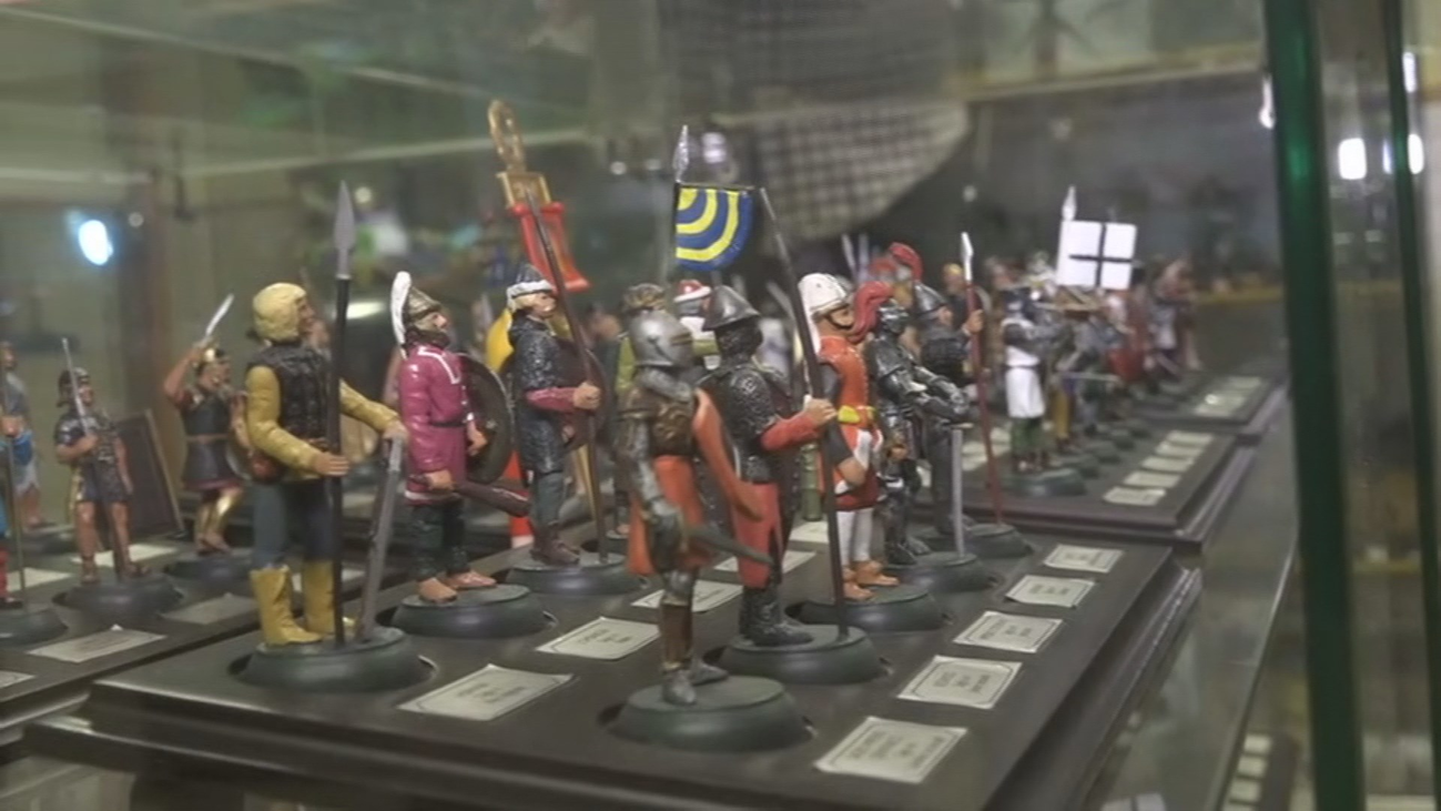 El madrileño con cientos de muñecos y figuras de colección