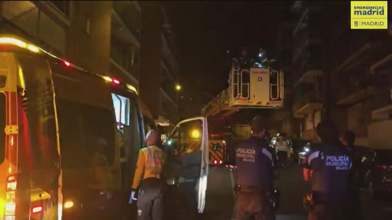 Seis intoxicados por inhalar humo de un incendio en una vivienda de San Blas