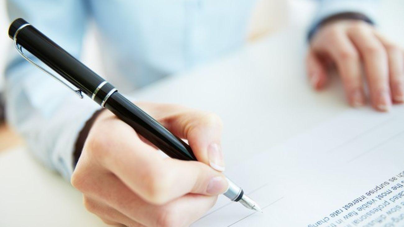 ¿Deberían prohibirse los contratos a familiares de cargos públicos ?