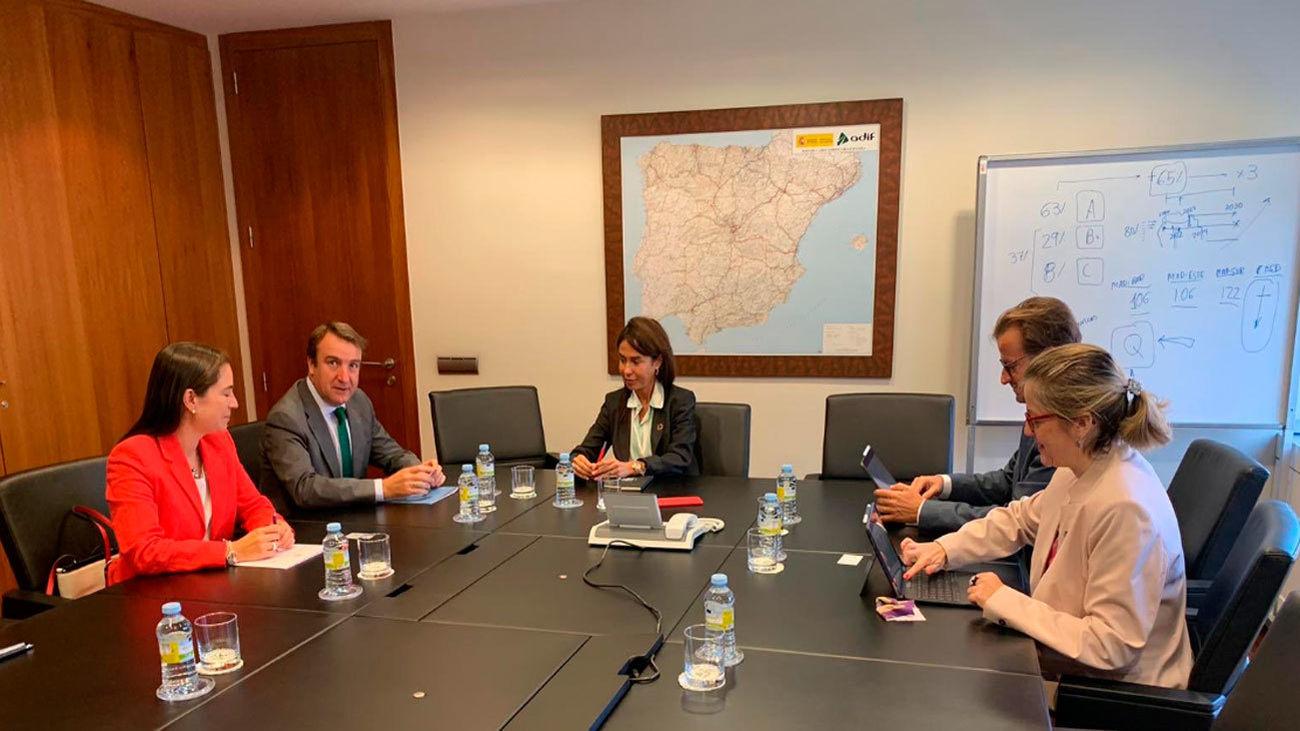 La presidenta de ADIF reunida con el alcalde de Tres Cantos