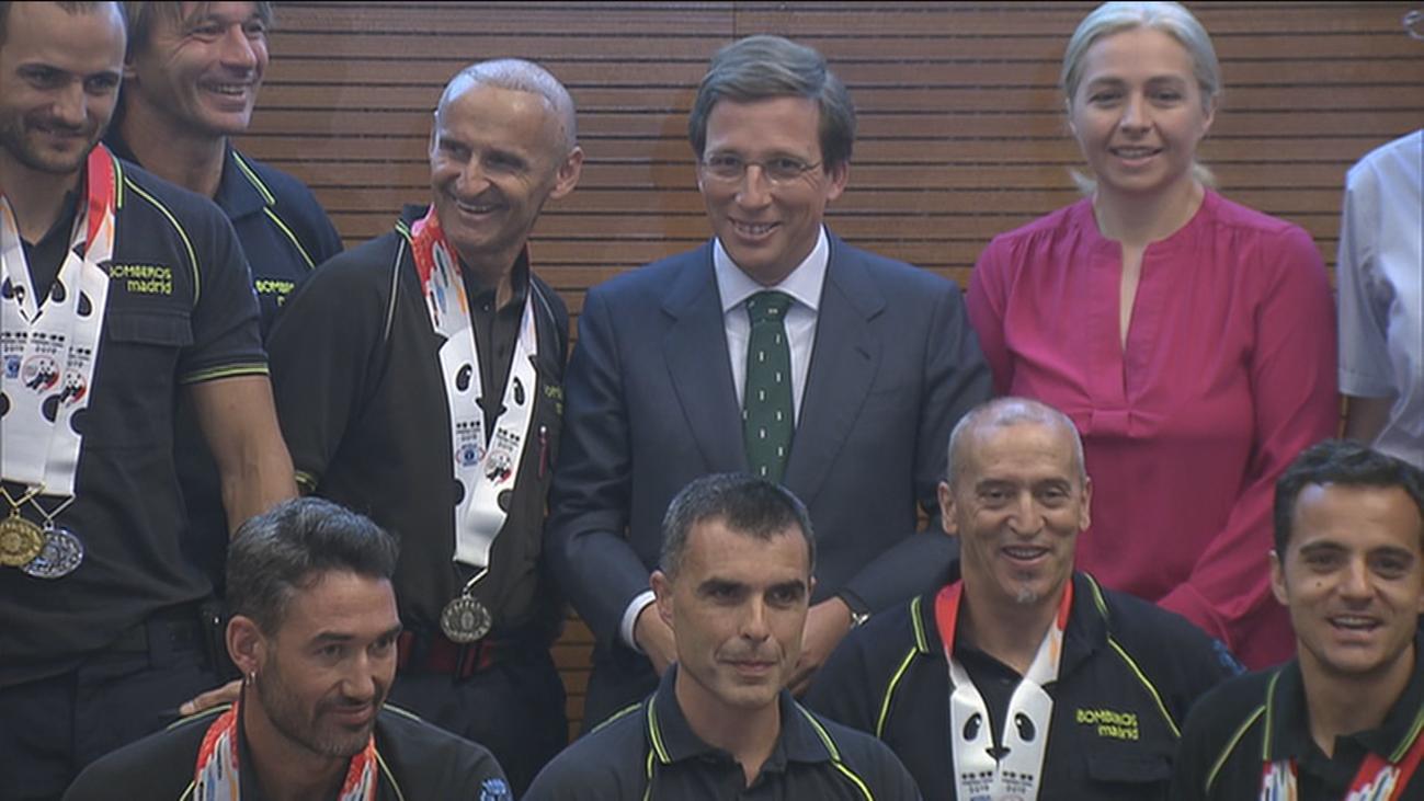 Almeida promete ayudas a los bomberos y policías de Madrid para competir en los campeonatos mundiales
