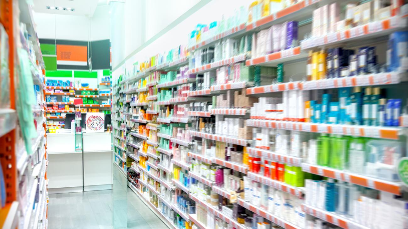 Las farmacias de Madrid y la Guardia Civil firman un convenio contra los abusos a mayores