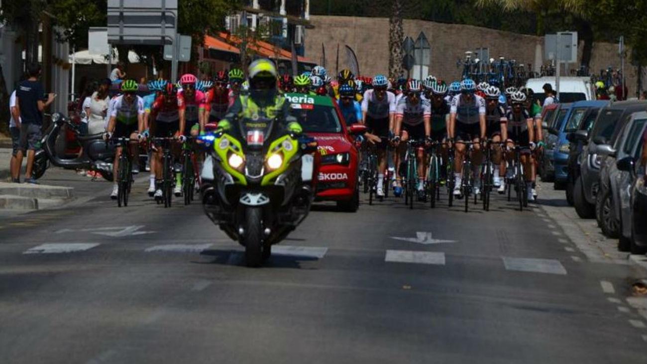 Así cuida la Guardia Civil la seguridad de La Vuelta a su paso por la sierra madrileña
