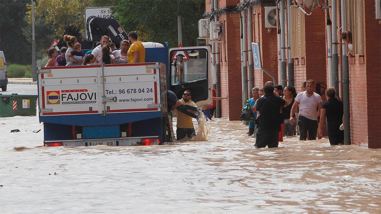 La gota fría deja ya 5 muertos, 3.500 evacuados y estragos en el sureste