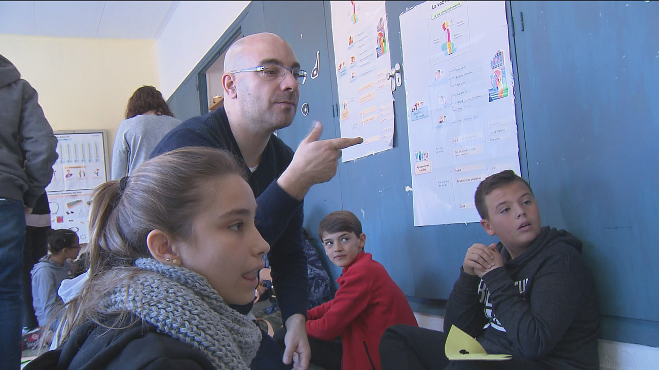 Educación busca empresa de intérpretes de lengua de signos