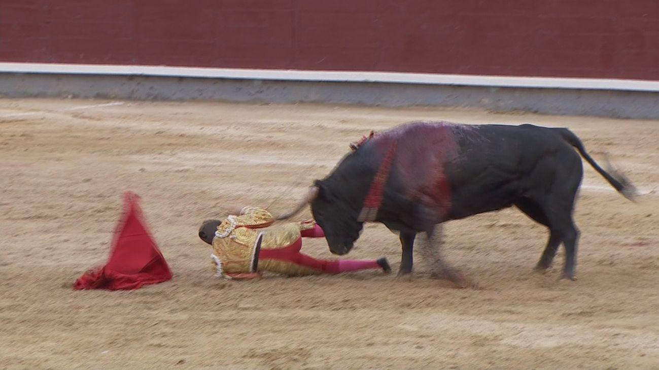 Grave cornada en la zona ocular a Javier Cortés en la Corrida Concurso de Las Ventas