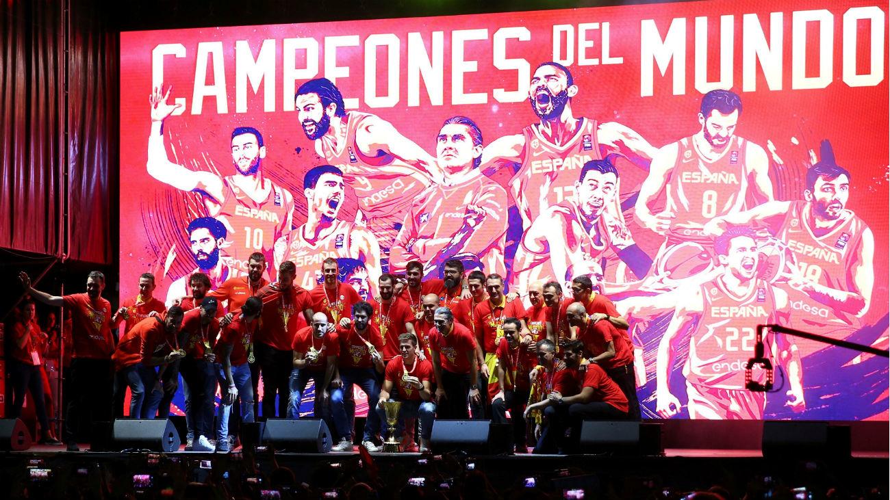 España celebra a lo grande el oro del Mundial en la Plaza de Colón
